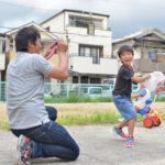 笑わない子供も笑顔にチェンジ!笑顔を引き出す写真術|すくコムに掲載されました。